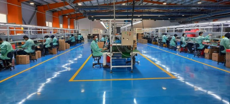 سالن تولید در کارخانه فناپ تک
